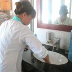 Dịch vụ lau kính nhà cao tầng – vệ sinh công nghiệp hà nội