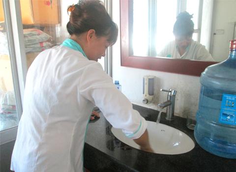 dịch vụ vệ sinh kính nhà cao tầng - vệ sinh công nghiệp cleanhouse việt nam