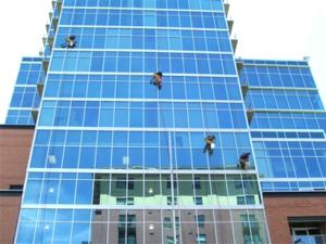 vệ sinh kính nhà cao tầng - vệ sinh công nghiệp hà nội